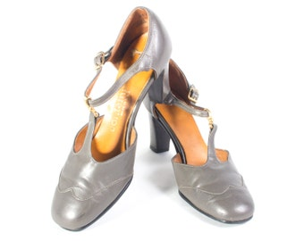 VTG 70's Storm Gray Leather T Straps size 6 Womens Grey Mary Janes Pumps High Heels Retro Square Toe Spectators Vintage Shoes