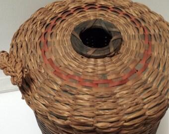 Vintage woven yarn holder