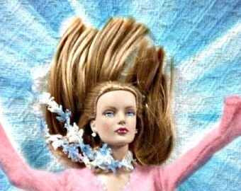 SALE 50 off/ Doll Scarf / Vintage Crochet lace scarf / for 16 inch /Tonner Tyler Sydney Gene Ellowyne  BJD MSD Art Doll clothes