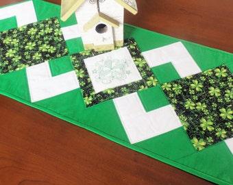 St Patricks Day Quilted Table Runner/ Handmade Patchwork Table Runner/Shamrock Table Runner/ St Patrick Tablerunner/Shamrock Table Topper