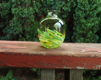 FREE SHIPPING vintage art glass vase (Vault C)