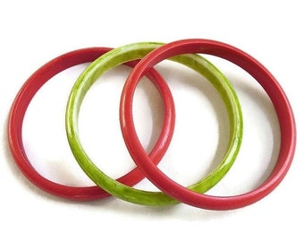 Vintage Chunky Plastic Bangle Bracelets Lot – 2 Red and 1 Swirl Green