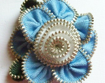Blue and White Floral Brooch / Zipper Pin by ZipPinning 2851