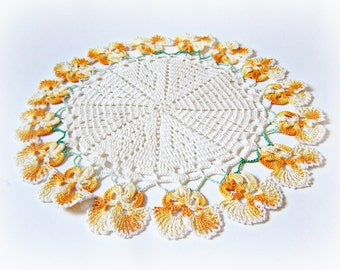 "Vintage Handmade Doily doiley, doilie, doyly, doyley Daffodil edged 8 1/2"" Diameter 1940s Bright Clean Mint"