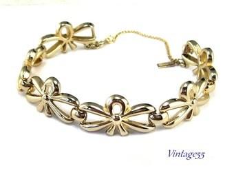 Monet Bracelet Bow Gold tone Vintage
