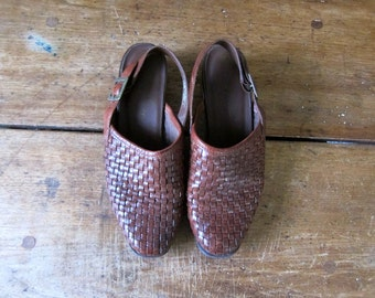 Woven Leather Mules 90s Cognac Brown Slip Ons Shoes Braided Leather Slingback Sandals Chunky Heels 1990s Buckled Closed Toe Shoes Womens 8 W