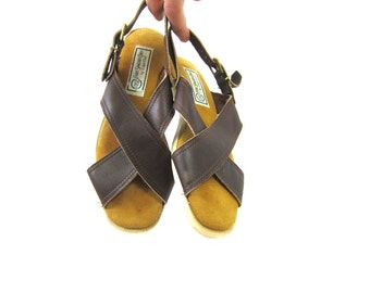 Brown Leather Criss Cross Sandals 80s Minimal Leather Flats Buckled Women's Boho Chic Summer Slip Ons Louanne's Vintage size 7.5