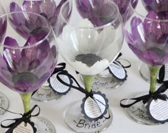 Bridesmaid wine glasses, bridesmaid gifts, personalized gift, painted wine glasses, wedding wine glasses, wedding favors, daisy flower, wine