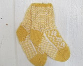 Handknitted norwegian socks in yellow and white for children