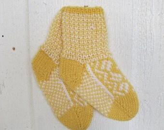 Handknitted norwegian socks in yellow and white for children