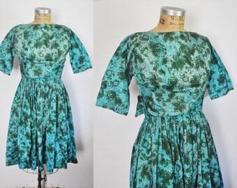 1950s Day Dress / blue Paisley Print  / full skirt / xs
