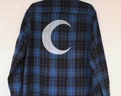Crescent Moon Screenprinted Flannel Shirt Size M (unisex) - Blue/Black/Teal Plaid
