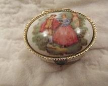 Vintage Pill Box Fragonard design on Top new vintage stock