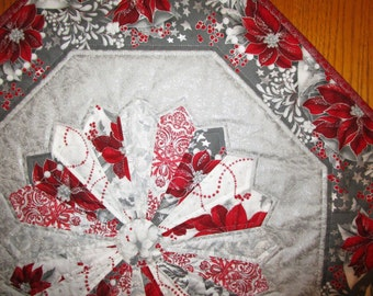 Christmas Poinsettia Dresden Plate Quilted Table Topper