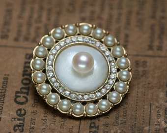 Button Brooch - Shell - Pearl - Vintage Jewelry Piece