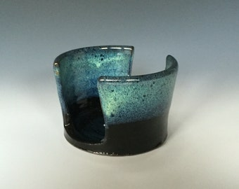 Black and Turquoise Sponge Holder