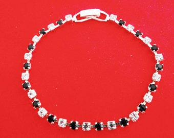 """Vintage 7"""" black and clear rhinestone silver tone bracelet in great condition"""