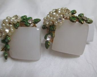 Vintage costume jewelry  / thermoset clip on earrings with rhinestones