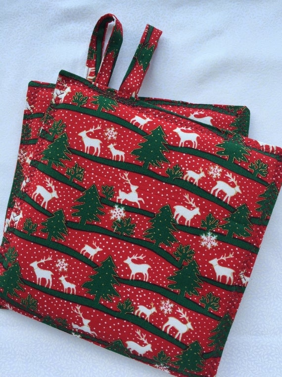 Pot holders,Oven Mitts, Made in Hawaii,Christmas Linens, Reindeer, Hot pads, cooking mitts, ready to ship,home decor, hostess gift, set of 2