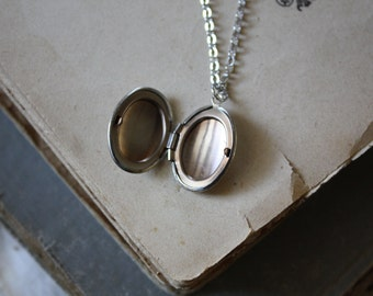 Mothers Day Gift Simple Oval Locket - Silver Oval Locket