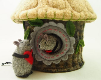 mouse house, mouse cottage, mini mouse home, waldorf toy, waldorf mouse, woodland mouse, felted mouse,