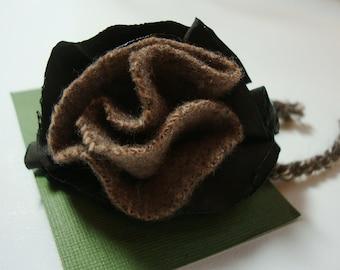 Wool flower pin - brown