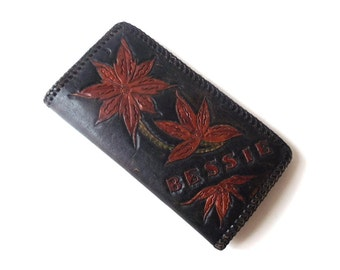 vintage 1970's hand tooled leather wallet coin purse bessie brown red flowers floral mid century modern retro fashion accessories women