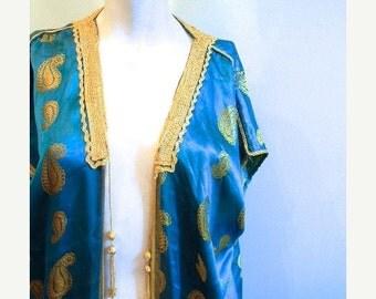 ON SALE vintage.  70s Indian Aqua Gold Silk Cape // Free Size