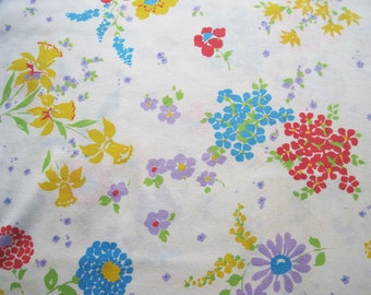 Vintage Sheet Fabric Fat Quarter – Floral Daffodils Field Flowers Yellow Purple Red Green White Background