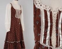 Vintage 70s chocolate floral GUNNE SAX dress / Corset lace front / Vintage peasant prairie dress / Size 5