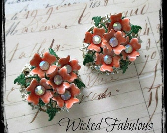 AWeSoMe ViNTaGe/ReTRo FLoRaL & RHiNeSToNe CLiP On EaRRiNGs - CiRCa 1950's