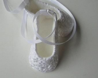Baby Girl Shoes . White Christening Shoes . Lace and Silk Baptism Shoes . Infant Dedication Booties . Ballet Slippers . Baby Ballerina Gift