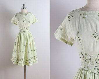 Vintage 50s dress   vintage 1950s dress   embroidered cotton M medium   5752