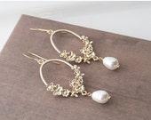 Pearl Earrings,Gold Earrings,Bridesmaid Earrings,Bridal Jewelry,Dangle Earrings,Wedding Earrings,Bridesmaid Gift