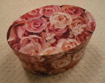 vintage floral print oval shaped cardboard box . . . gift box . . . collectible . . . pink roses  . . . excellent condition