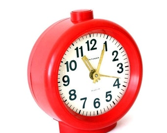 25% OFF ON SALE Vintage Russian mechanical alarm clock Jantar