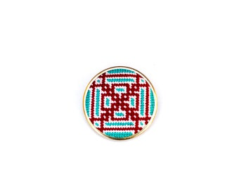 DIY Needlepoint Jewelry Kits: Knotwork Round Pin