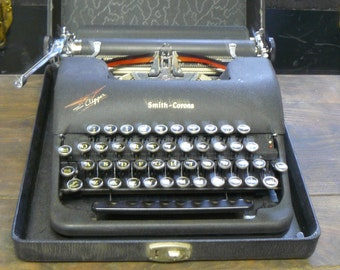 vintage smith corona clipper typewriter  with case