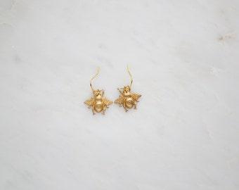 Bumble bee earrings,gold bee earrings,whimsical bee jewellery