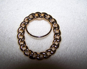 Gold Oval Chain Design Signed Scarf Ring Clip