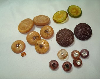 1940s 1950s Yellow Beige and Purple Shanked Buttons.