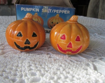 Vintage Pumpkin Salt and Pepper Shakers Ceramic Orange Halloween Thanksgiving