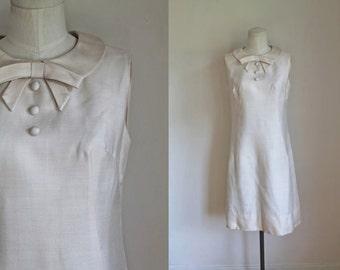 vintage 1960s shift dress - ALMOND MILK cream wiggle dress / S