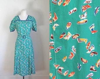 vintage 1930s novelty print dress - COBBLER'S WIFE green feedsack dress / M