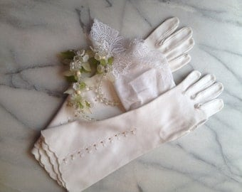 Bridal Gloves 1960s Vintage White Cotton Ladies Gloves with Seed Pearl Detail