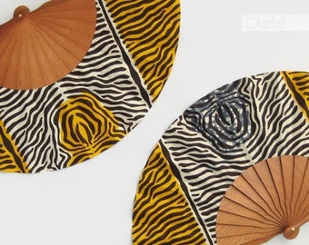 African fan with leather case - Tiger print accessory - Jungle party Hand fan in yellow and white or grey - Safari print