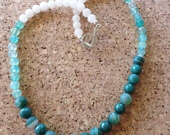 Green And White Striped And Crackled Agate Beaded Necklace