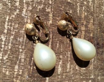 Vintage Pearl Dangle Clip on Earrings Marvella Designer Signed Stamped Jewelry artedellamoda parladimoda talkingfashionnet
