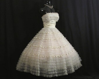 Vintage 1950's 50s STRAPLESS Bombshell White Ivory Embroidered Floral Lace Tulle Circle Skirt Party Prom Wedding DRESS Gown