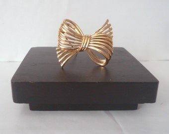 Vintage Bow Pin Brooch D'Orlan Nina Ricci 22 K Gold Plate Wire High Fashion Jewelry